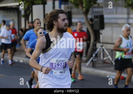 Athens, Greece. 13th November 2016. A runner wears a toga at the Athens Marathon. Thousands of people from all over - Stock Photo