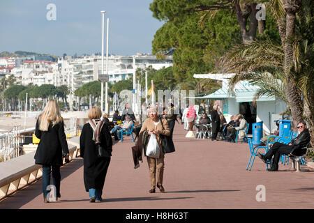 Frankreich, Cote d Azur, Cannes, Boulevard de la Croisette, elegante Flanierpromenade