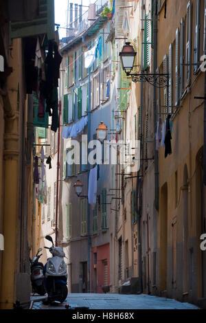 Frankreich, Cote d Azur, Nizza,  Gasse im Altstadtviertel ' Vieux Nice' - Stock Photo