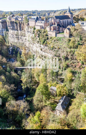 The Bozouls Hole in Autumn and the upper village (France). That hole is a horseshoe-shaped gorge dug by the Dourdou - Stock Photo