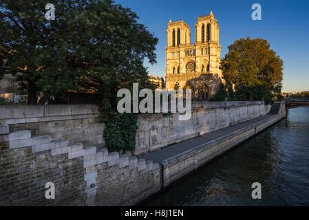 Notre Dame de Paris cathedral at sunset with the Seine River on Ile de La Cite. 4th Arrondissement, Paris, France - Stock Photo