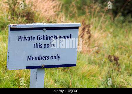 Private no fishing beyond this point, members only sign - Stock Photo
