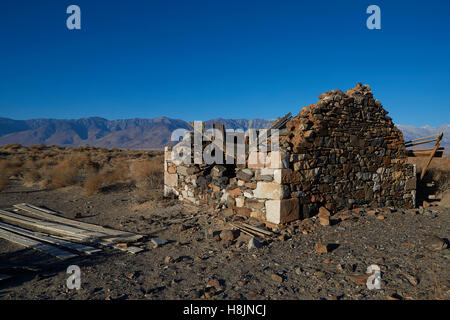 Old Abandoned Miners Cabin In The Owens Valley, Lone Pine, California. - Stock Photo