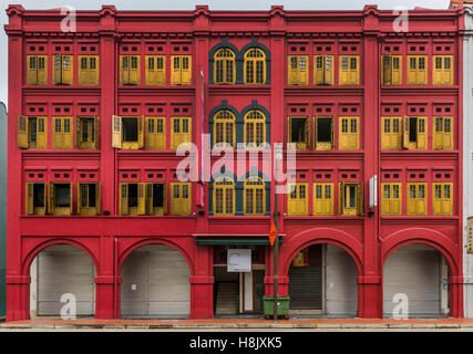 Colorful facade of a building in Chinatown. Singapore - Stock Photo