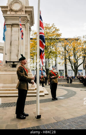 Belfast, Northern, Ireland. 13th Nov, 2016.A soldier lowers the Union Flag to half mast at the Remembrance Sunday - Stock Photo
