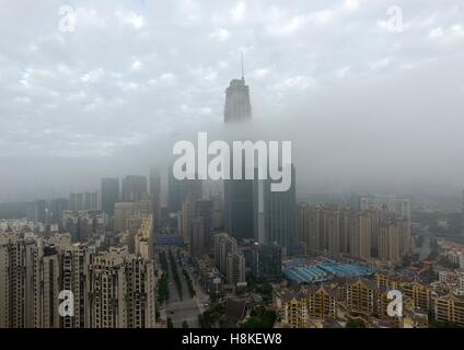 Nanning, China's Guangxi Zhuang Autonomous Region. 14th Nov, 2016. Buildings are shrouded in fog in Nanning City, - Stock Photo