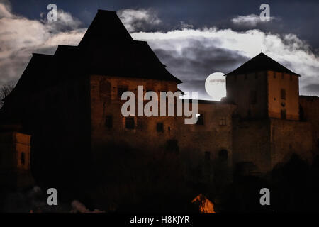 Lipnice Nad Sazavou, Czech Republic. 14th Nov, 2016. A Super Full Moon in Lipnice nad Sazavou, Czech Republic, November - Stock Photo