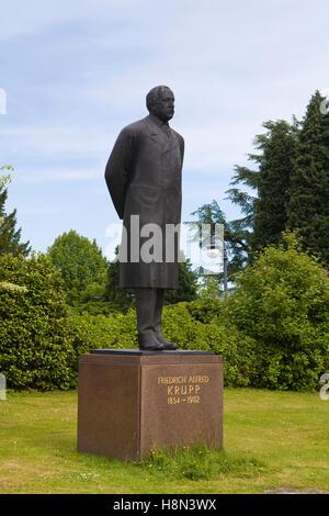 Germany,  Essen, Villa Huegel, mansion of the industrialist family Krupp, statue of Friedrich Alfred Krupp (1854 - Stock Photo