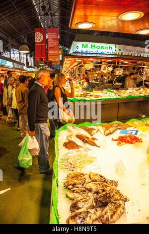 Mercat de la Boqueria, market hall fish stall selling fish La Rambla, Les Rambles, Ciutat Vella, Barcelona, Spain - Stock Photo