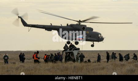 Russian support personnel work around the Soyuz MS-01 spacecraft after landing in a remote area October 30, 2016 - Stock Photo