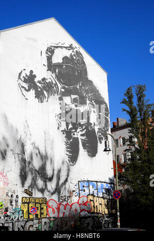 astronaut space crusade berlin - photo #14