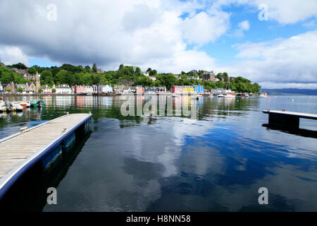A distant view of the brightly painted cottages in Tobermory, the largest town on the Isle of Mull, Scotland, UK. - Stock Photo