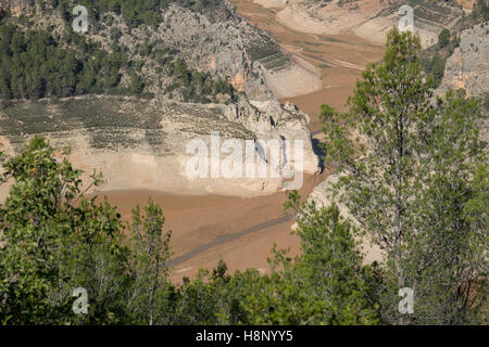 Low level reservoir end - Stock Photo