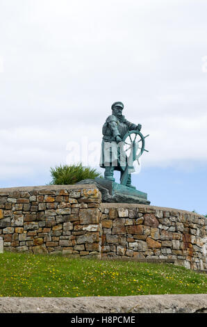 Statue of lifeboat hero Coxswain Dic Evans, Moelfre, Anglesey, Wales - Stock Photo