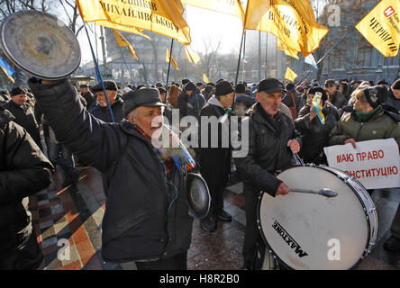 Kiev, Ukraine. 15th Nov, 2016. People take part in a rally of bank customers, in front the Ukrainian Parliament, - Stock Photo