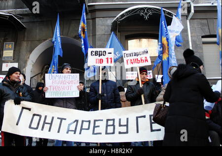 Kiev, Ukraine. 15th Nov, 2016. Demonstrators call for the resignation of National Bank of Ukraine chief Valeria - Stock Photo