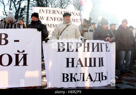 Kiev, Ukraine. 15th Nov, 2016. Bank customers hold signs during a protest against the closure of several bankrupt - Stock Photo