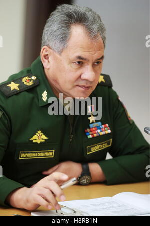 Sochi, Russia. 16th Nov, 2016. Russia's Defence Minister Sergei Shoigu attends a meeting of Russia's President Vladimir - Stock Photo