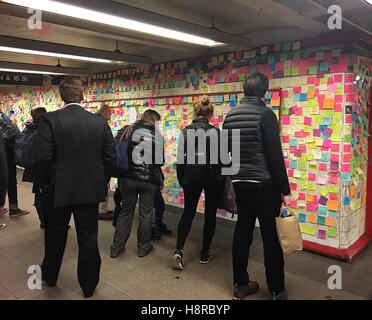 New York, NY, USA. 15th Nov, 2016. New Yorkers and others use the 'Subway Therapy' art project at the Union Square - Stock Photo