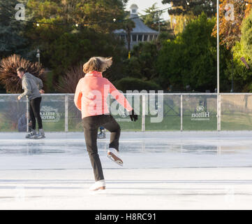 Bournemouth, Dorset, UK. 16th Nov, 2016. 16th November 2016, Bournemouth, Dorset, UK. A temporary real ice rink - Stock Photo