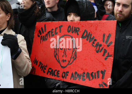 Salford, UK. 16th November, 2016. Campaigners support Dianne Ngoza, a Zambian national, who has lived in the UK - Stock Photo