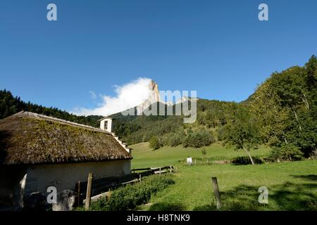 Romanesque chapel with a thatched roof, renovated in 2001 and Mont Aiguille, Hamlet Trézanne , Vercors Regional - Stock Photo
