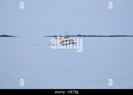 Wracker in action in Molène archipelago, Brittany, France - Stock Photo