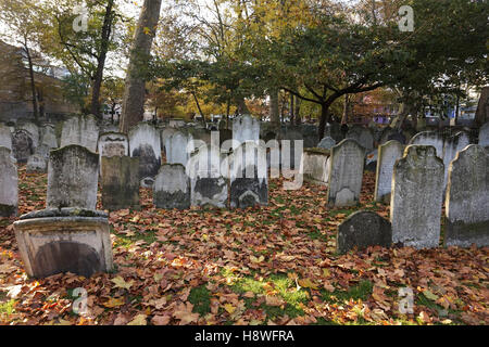 Bunhill Fields Burial Ground Cemetery, London, England, Uk - Stock Photo