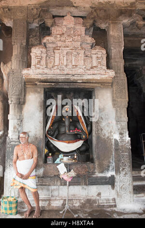 Ganesha on the left to the entrance to maha-mandapa, Brihadisvara Temple, Tanjore, Tamil Nadu, India. - Stock Photo