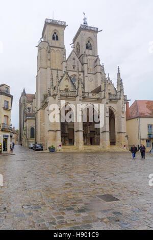 SEMUR-EN-AUXOIS, FRANCE - OCTOBER 13, 2016: The Notre-Dame church, with pedestrians, in Semur-en-Auxois, Burgundy, - Stock Photo