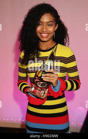 New York, NY, USA. 16th Nov, 2016. Yara Shahidi at the Sixth Annual WEEN Awards at ESPACE on November 16, 2016. Credit:  Walik Goshorn/Media Punch/Alamy Live News Stock Photo