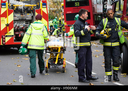 Ladbroke Grove, London, November 17th 2016. A double decker bus crashes into Kensal House on Ladbroke Grove prompting - Stock Photo