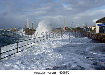 Southsea, Hampshire, UK. 17th November 2016. UK Weather: Huge waves crashing on the Southsea Seafront in Hampshire, - Stock Photo