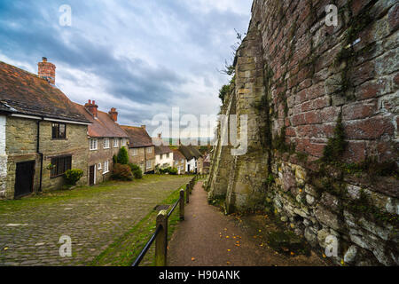 Gold Hill, Shaftesbury, Dorset, UK.  17th November 2016.  UK Weather.  Thickening cloud above the iconic Gold Hill - Stock Photo