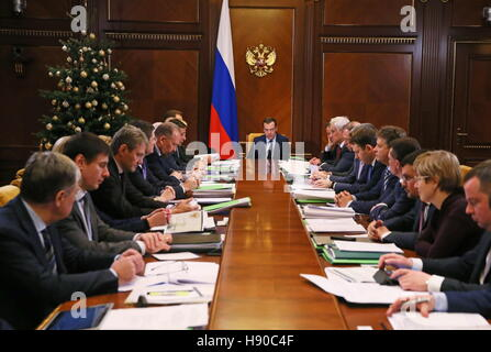 Moscow, Russia. 10th Jan, 2017. Russia's Prime Minister Dmitry Medvedev (C) holds a government meeting on social - Stock Photo