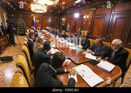 Moscow, Russia. 10th Jan, 2017. Russia's Prime Minister Dmitry Medvedev holds a government meeting on social and - Stock Photo