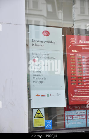 Green Lanes, London, UK. 10th January 2017. Harringey Post Office, which is one of the 37 Crown offices, with the - Stock Photo