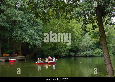 Family rowing on a lake in Tiergarten, Berlin, Germany's capital - Stock Photo
