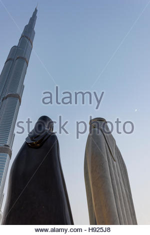 'Together' - The 4.25 meter statues were designed by the Syrian artist Lutfi Romhein. Dubai, United Arab Emirates - Stock Photo