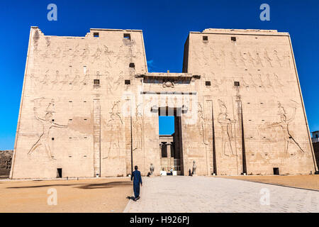 The first great pylon at the entrance to the ancient Egyptian temple of Horus at Edfu. - Stock Photo