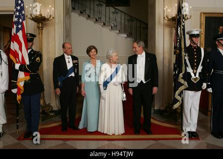 U.S. President George W. Bush and First Lady Laura Bush escort Her Majesty Queen Elizabeth II and His Royal Highness - Stock Photo