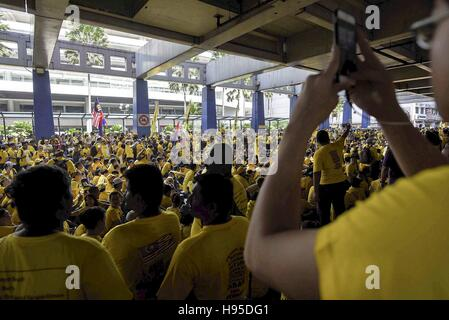 Kl, KL, Malaysia. 19th Nov, 2016. Supporters of the ''BERSIH'' (Clean) electoral reform coalition gather on street - Stock Photo