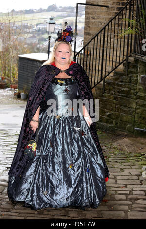 Haworth, UK. 19th Nov, 2016. A women wearing a 1920's type dress for the steampunk weekend in Haworth, 19th November - Stock Photo