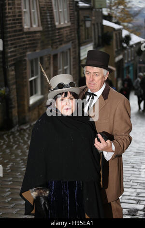Haworth, UK. 19th Nov, 2016. A couple dressed in Steampunk fashion in Haworth, 19th November 2016. Credit:  Barbara - Stock Photo