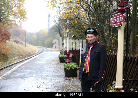 Haworth, UK. 19th Nov, 2016. A man stood under the platform sign at Haworth, 19th November 2016. Credit:  Barbara - Stock Photo