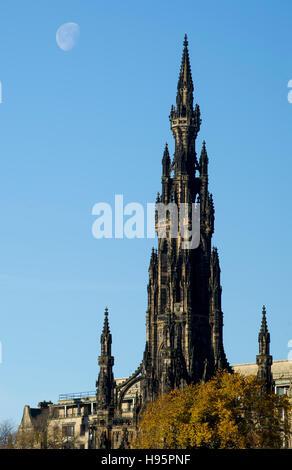 The Scott Monument in Princes street gardens, Edinburgh. - Stock Photo