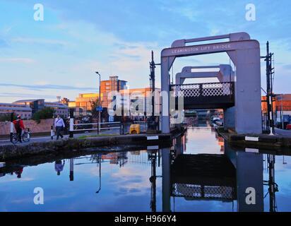 UK, Scotland, Lothian, Edinburgh, Leamington Lift Bridge on The Union Canal. - Stock Photo