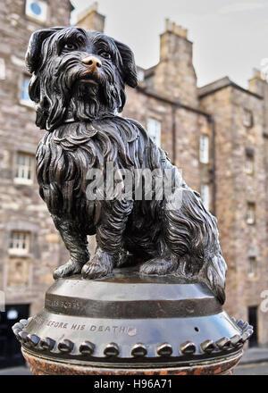 UK, Scotland, Lothian, Edinburgh, Corner of Candlemaker Row and George IV Bridge, Statue of Bobby. - Stock Photo