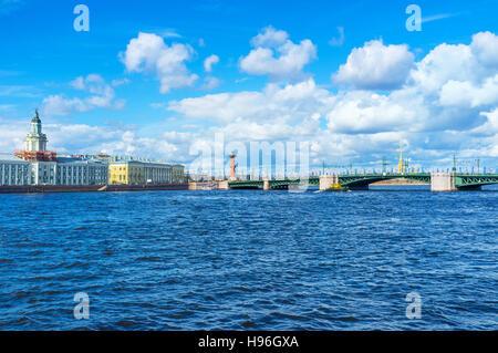 The Palace Bridge over Bolshaya Neva river connects the mainland with Vasilyevsky Island, St Petersburg, Russia. - Stock Photo