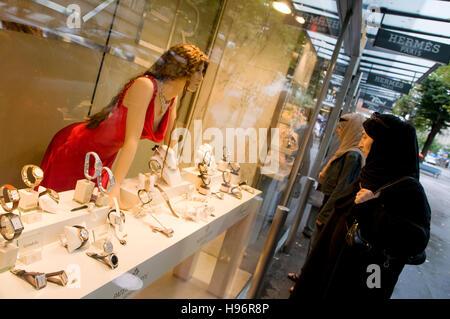 Islamic women looking at a window display in Bahnhofsstrasse Street, Beyer Chronometrie, luxury watches, Zurich, - Stock Photo